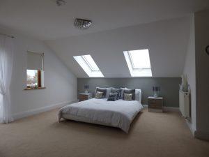 ベッドルームの天窓のイメージ写真です。