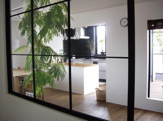 開閉不可能なデザイン窓のFIX窓イメージ画像です。