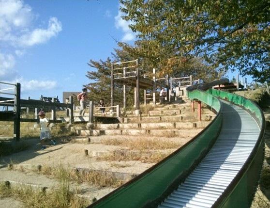 水尾公園の滑り台の画像です。