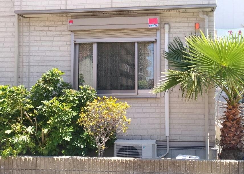 中央がFIX窓の両袖片引き窓イメージ画像です。