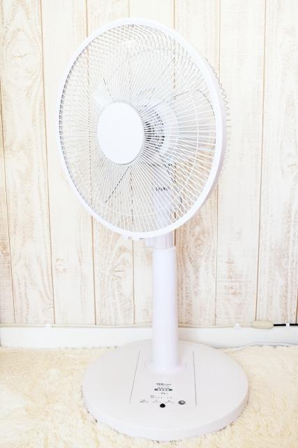 部屋のある扇風機の写真です。