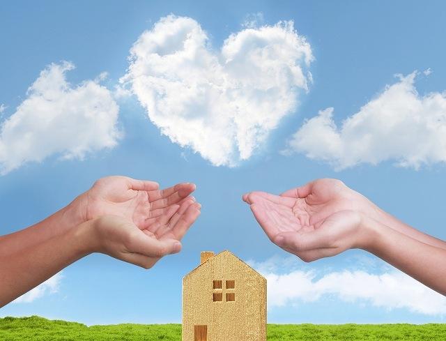 夫婦と住宅のイメージ画像です
