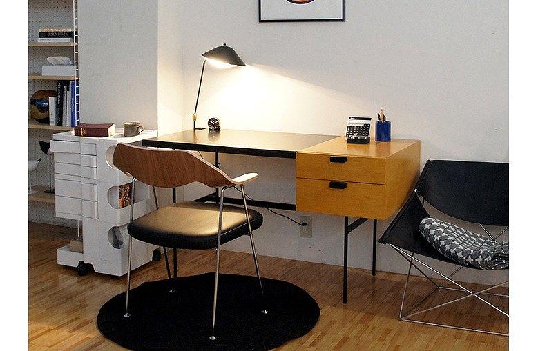 リビングに置いた机の画像です