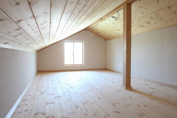 屋根裏部屋の画像です