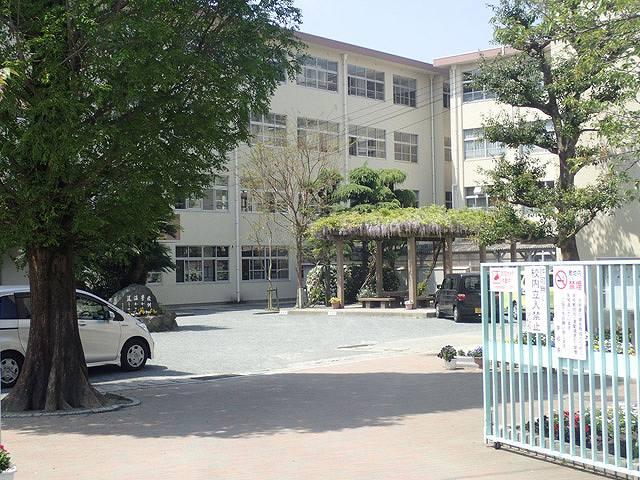 「高取中学校」の画像です