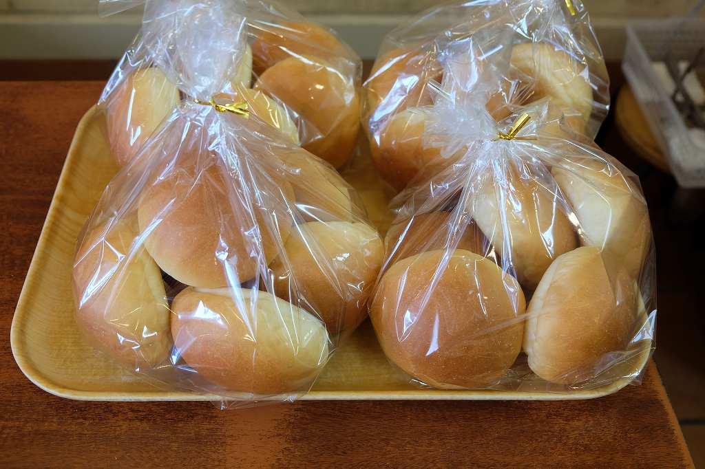 全粒粉のパンの画像です