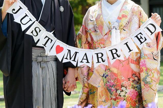 新婚カップルの画像です